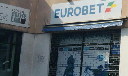 Spaccate, rapine e vandali: che succede a Venaria?