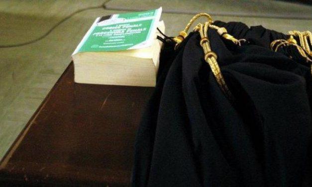 Sentenza che fa discutere: il saluto romano non è reato