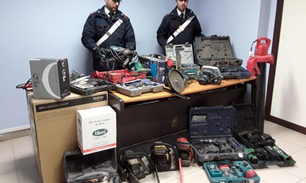 CRONACA – Scoperto e chiuso il magazzino del rubato: quattro denunciati, un venariese
