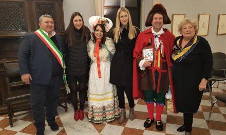 """Carnevale Pianezzese 2019  """"Gianduja""""  e """"Giacometta"""" compagni nella vita da 27 anni"""
