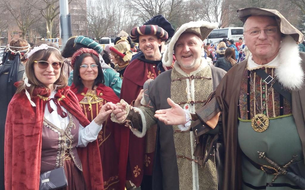 Carnevale 'minimal', continuando a sperare che torni quello 'Reale': l'entusiasmo della gente c'è