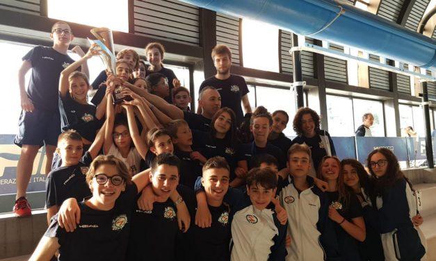 Non si fermano più: i ragazzi del nuoto pinnato dello Sport Club primi anche a Genova